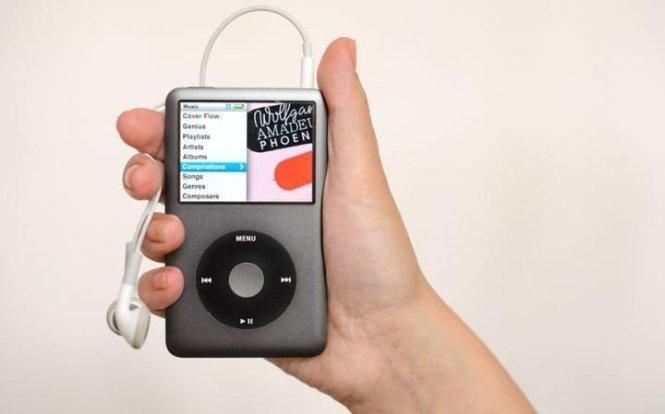 2. iPod (2001)